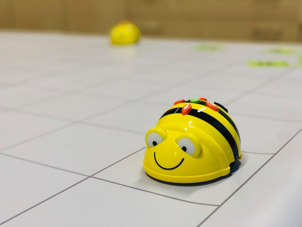 Bee Bot auf der Bodenmatte